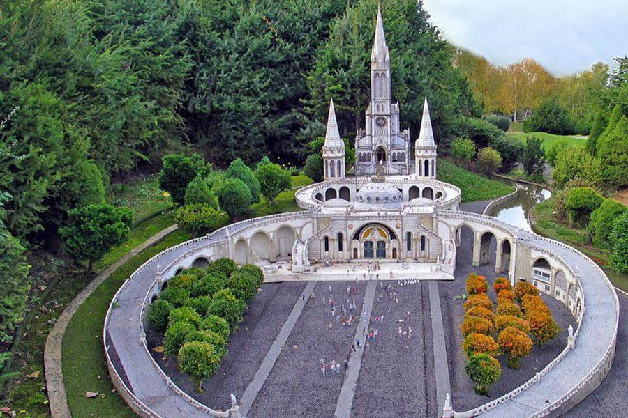 La basilique de Lourdes Notre Dame du Rosaire