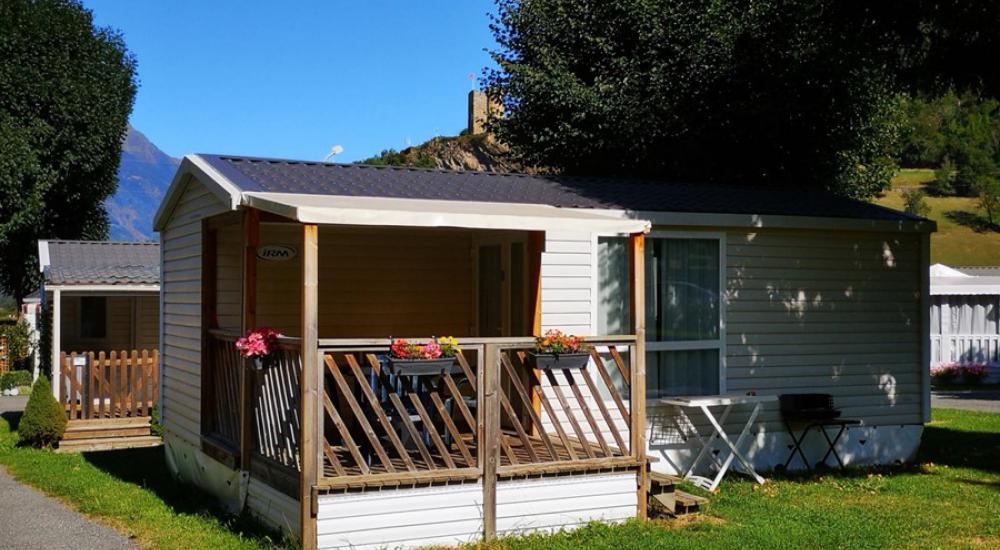 Mobil-home avec terrasse couverte